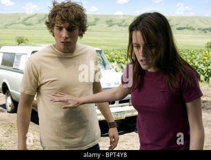 DUSTIN MILLIGAN & KRISTEN STEWART THE MESSENGERS (2007) - Stock Photo