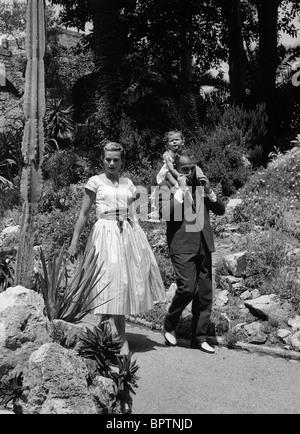 GRACE KELLY PRINCESS CAROLINE & PRINCE RAINIER III PRINCE & PRINCESS OF MONACO (1958) - Stock Photo