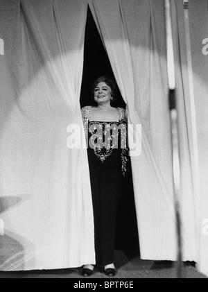 ZARAH LEANDER SINGER (1972 Stock Photo: 31277082 - Alamy  |Zarah Leander Live 1973