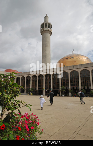 The London Central Mosque (also known as the Islamic Cultural Centre, ICC or Regent's Park Mosque), London, England. - Stock Photo