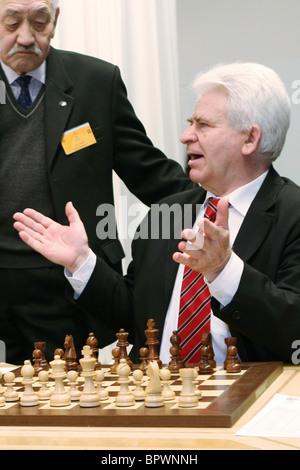 The Battle of the Giants: Victor Korchnoi vs Boris Spassky - Stock Photo