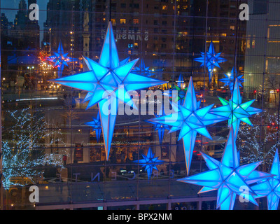 Holiday stars Time Warner building - Stock Photo