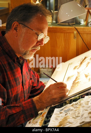Along the Great Smoky Arts & Crafts Community, 8 mile loop, Gatlinburg, Tennessee artist at work in his studio - Stock Photo
