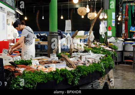 Fish stall on Borough Market, London SE1 - Stock Photo