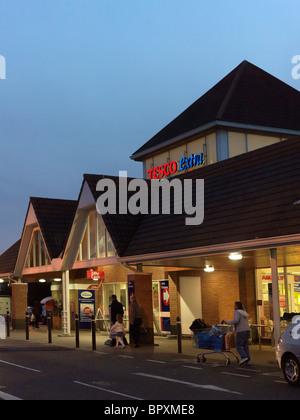 Tesco Extra Large Supermarket At Night Open 24 Hours England - Stock Photo