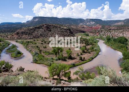 Sharp bend in Chama River winding among mesas of New Mexico outside Santa Fe near Abiquiu, where artist Georgia - Stock Photo