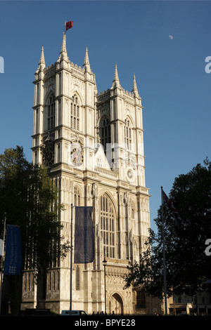 The imposing west facade of Westminster Abbey bathed in evening sunlight. - Stock Photo