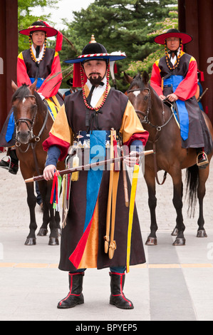 Sumunjang/Chamha and horse guards, Deoksugung palace, changing of the guard ceremony, Daehanmun Gate, Seoul, South - Stock Photo