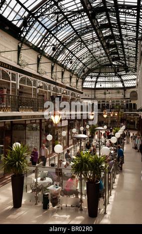 UK, England, Merseyside, Southport, Lord Street, Wayfarers Arcade, Pudding and Pie café customers - Stock Photo