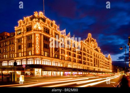 Night time at Harrods, Knightsbridge, London, England, UK - Stock Photo