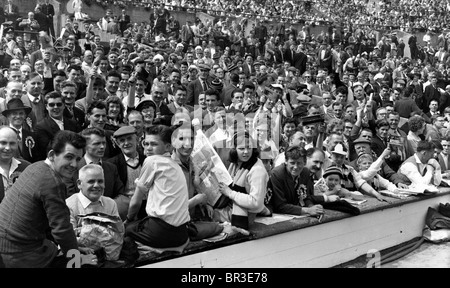 Wolverhampton Wanderers football club supporters at Wembley for the 1960 FA Cup Final - Stock Photo