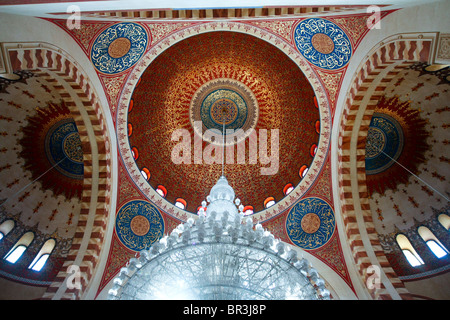 The interior ceiling with a large chandelier inside the Mohammad al-Amin mosque in Beirut in Lebanon. - Stock Photo