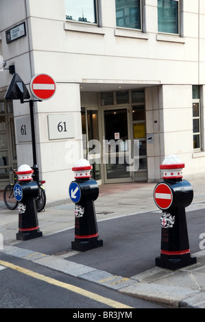 City of London coat of arms black pillars architecture with road signs and entrance to office building, England, - Stock Photo