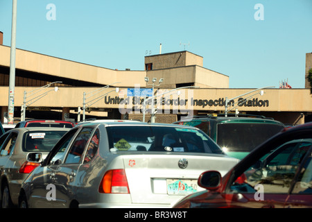 US/Mexico Border traffic jam in front of inspection station - Stock Photo