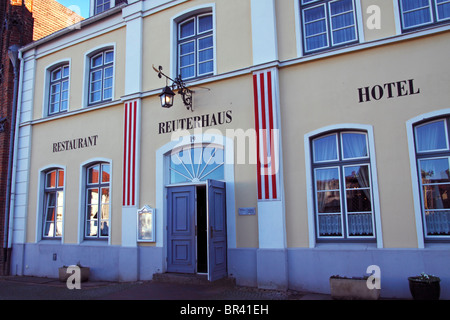 Restaurant and Hotel in Reuterhaus, an historic town house named after the author Fritz Reuter, at the market place - Stock Photo