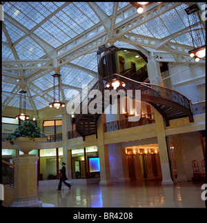Frank Lloyd Wright designed lobby at The Rookery, Chicago - Stock Photo