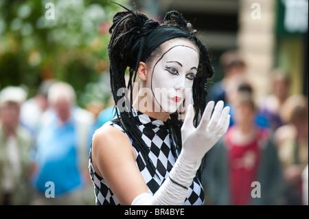 Mime artist at Shrewsbury International Street Theatre Festival Shropshire UK - Stock Photo