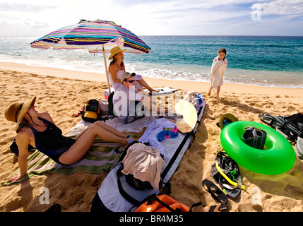 Family time on the beach, Kauai. - Stock Photo