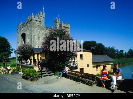 Bunratty Castle And Durty Nellies, Bunratty Village, Co Clare, Ireland - Stock Photo