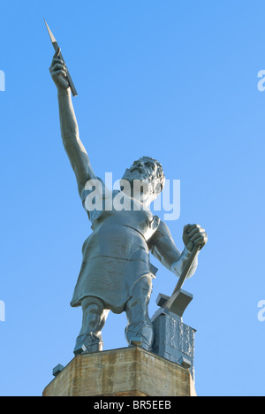 'Vulcan', designed by Giuseppe Moretti in 1904, the world's largest cast iron statue in Birmingham, Alabama, USA - Stock Photo