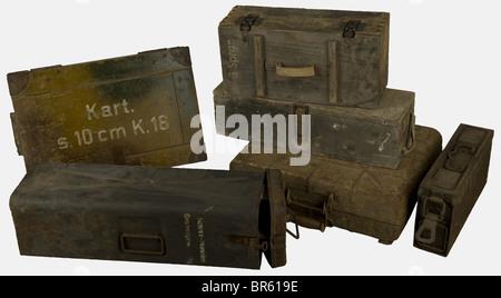 ACCESSOIRES, Ensemble de caisses allemandes, comprenant une belle caisse camouflée trois tons pour cartouches de - Stock Photo