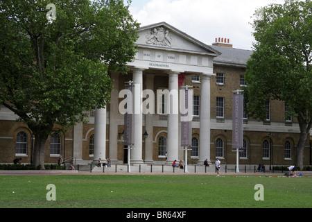 Front of Saatchi Gallery, Duke of York's HQ, Kings Road, Chelsea, London, UK - Stock Photo