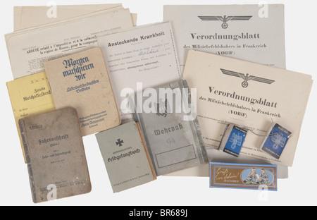 WEHRMACHT, Ensemble de documents, Un Wehrpass d'un sous-officier de la Heer (artillerie) ayant participé aux campagnes - Stock Photo