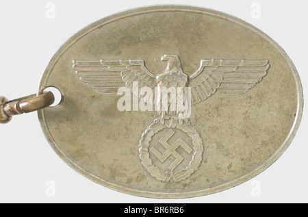 A badge '7674' of the GESTAPO., Nickel-silver, raised national eagle and the inscription 'GEHEIME STAATSPOLIZEI' - Stock Photo