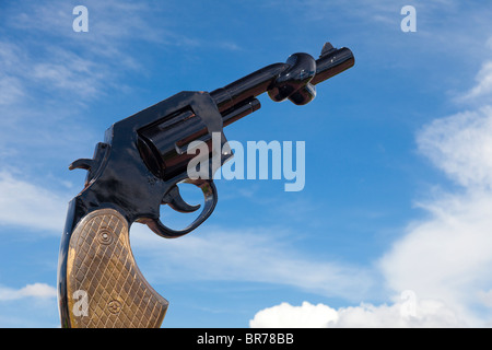 Sculpture of a gun with a knotted barrel symbolizing the end of violence - Phnom Penh, Cambodia - Stock Photo