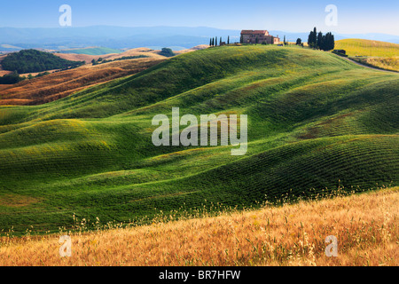 Hilltop villa near Asciano in central Tuscany, Italy - Stock Photo