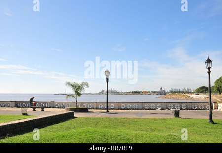 Costenera Norte, looking south across the waters of the River Plate, towards the Club de Pescadores, Buenos Aires - Stock Photo