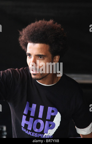 Rapper Kingslee James Daley, The Black Shakespeare singing into microphone. Hip Hop to celebrate Perth Concert Hall's - Stock Photo
