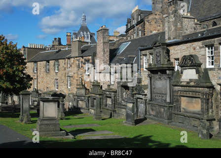 17th century mural monuments on the East wall of Greyfriars Kirkyard in Edinburgh, Scotland. - Stock Photo