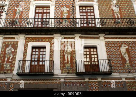 Murals on the tiled facade of the Casa de las Munecos or House of the Dolls in the city of Puebla, Mexico. Puebla - Stock Photo