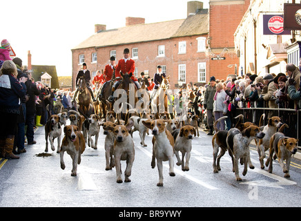 People turn out in their hundreds to watch the annual Boxing Day Hunt Meet at Market Bosworth, Leicestershire. - Stock Photo