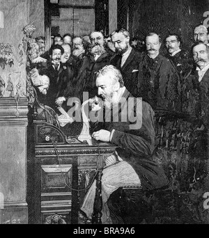 1890s ENGRAVING OF ALEXANDER GRAHAM BELL MAKING FIRST LONG DISTANCE TELEPHONE CALL FROM NEW YORK TO CHICAGO IN 1892 - Stock Photo