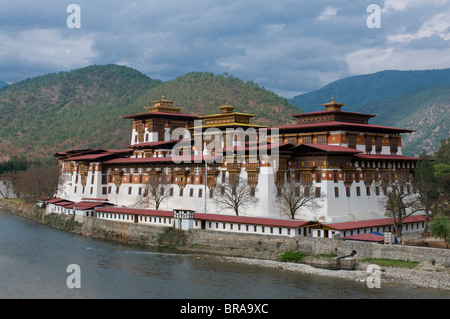 The old tsong, an old castle of Punakha, Bhutan. Asia - Stock Photo