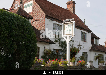 The Frog at Skirmett is an award winning pub and restaurant set in a rural location near Henley upon Thames. - Stock Photo