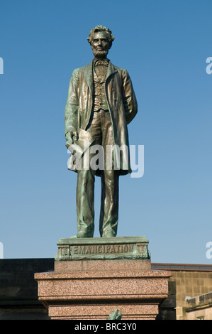 Statue of Abraham Lincoln atop memorial to Scottish - American soldiers, in the Calton Cemetery, Edinburgh. - Stock Photo
