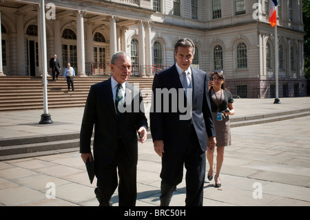 NY Mayor Michael Bloomberg, left, endorses NYS Attorney General Andrew Cuomo, right, for New York Governor - Stock Photo