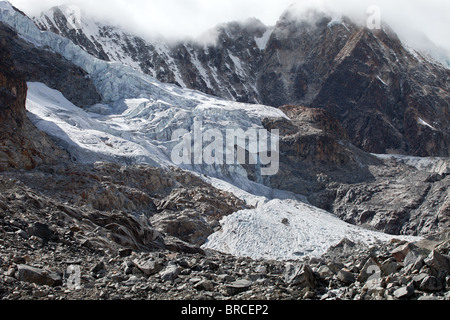 Cordillera Real: Laguna Glacial Trek: High Pass Glaciers - Stock Photo