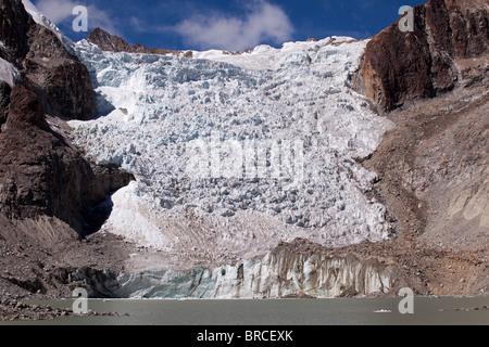 Cordillera Real: Laguna Glacial Trek: Glacier at 5100m. - Stock Photo