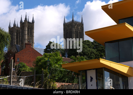 New build in the shadow of Lincoln cathedral - Stock Photo