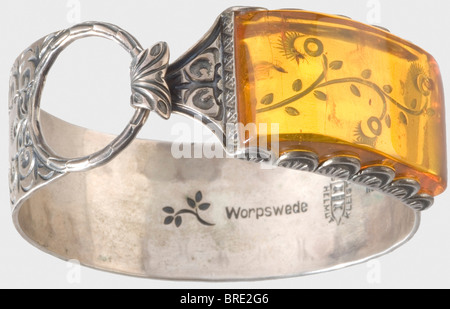 Professor Gerdy Troost, a personal silver bracelet, set with amber Hammered bracelet with finely chiselled blossoms - Stock Photo