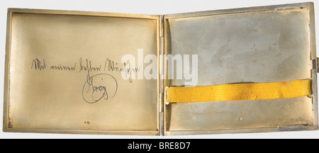 An enamelled cigarette case, presented to Baron Louis Rosenfeld, Vienna, 1912 Gilt silver, with the outer surface - Stock Photo