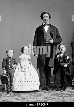 Famous stars of P T Barnum's 19th century shows - Commodore Nutt, Lavinia Warren, unidentified 'giant' + General - Stock Photo