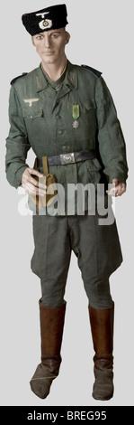 Wehrmacht, Ensemble de soldat des POA, présenté sur mannequin, comprenant une reconstitution de Papaska, insignes - Stock Photo