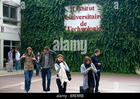 Students outside of the Paul Verlaine Univeristy technology building in Metz, France. - Stock Photo
