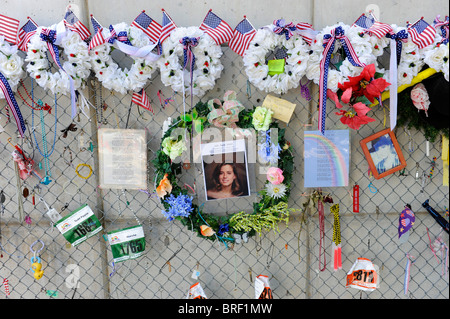 Fence filled with personal remembrances Oklahoma City Bombing Site Alfred P Murrah Building National Memorial - Stock Photo