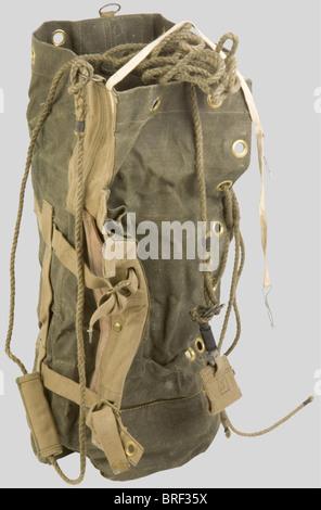 Grande Bretagne Deuxième Guerre Mondiale, Rare 'Leg Bag' de Parachutiste Anglais, en toile renforcée verte, renforcé - Stock Photo